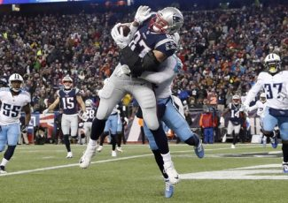 NFL Notes: Gronk ready to go; Falcons sign Ridley